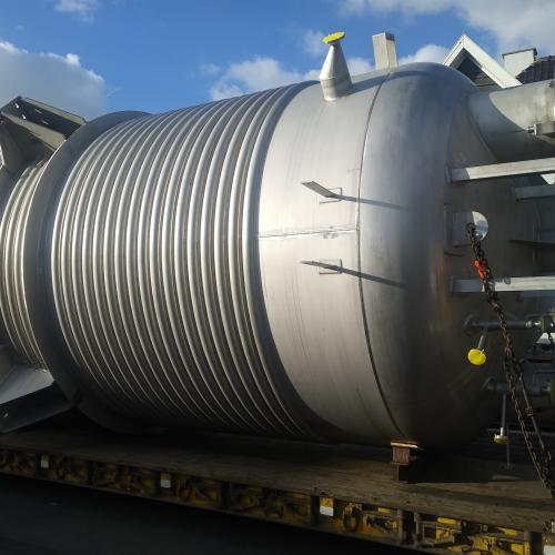 Reactor 38 m³ met halfpipes 350°C